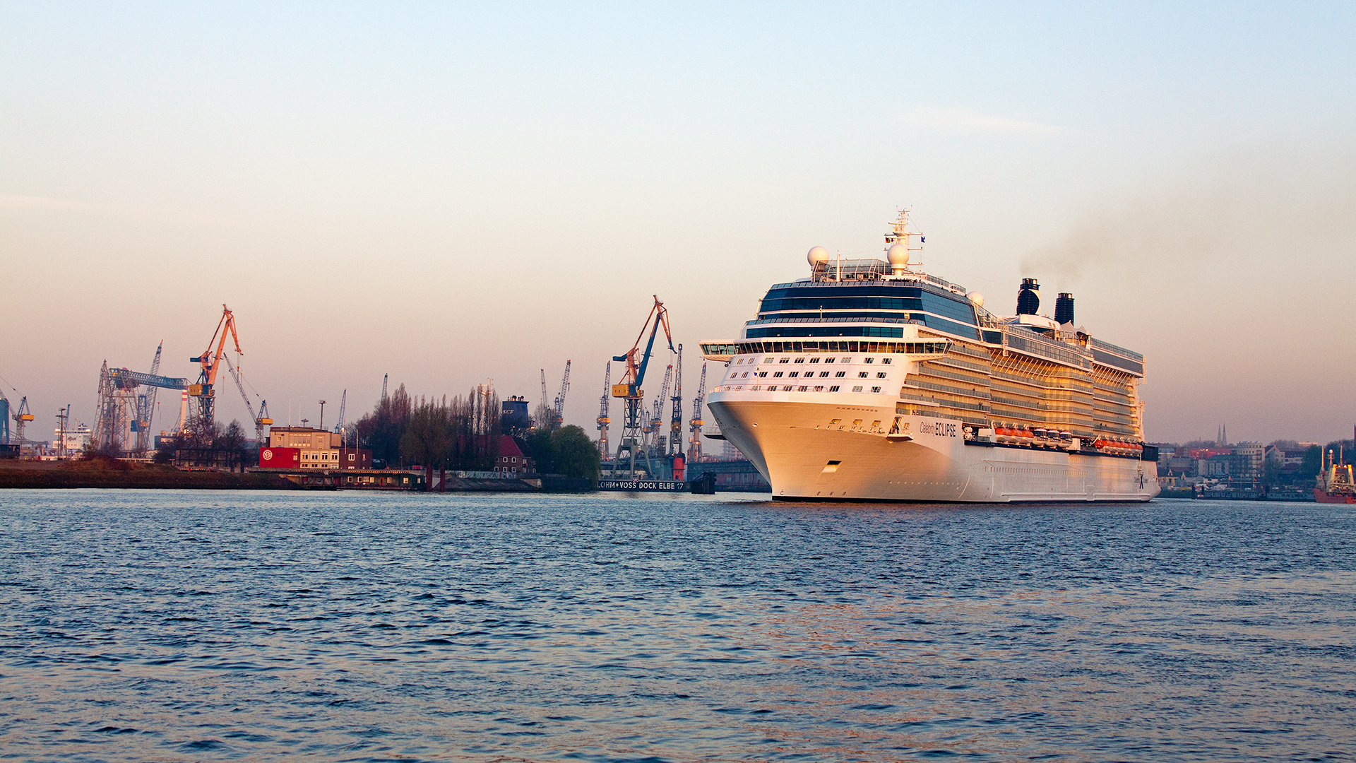 CELEBRITY ECLIPSE Hamburg 180410_5 © Marko Stampehl